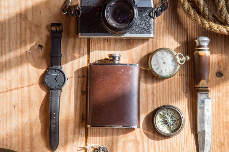 Flachmann, Uhr, Kamera