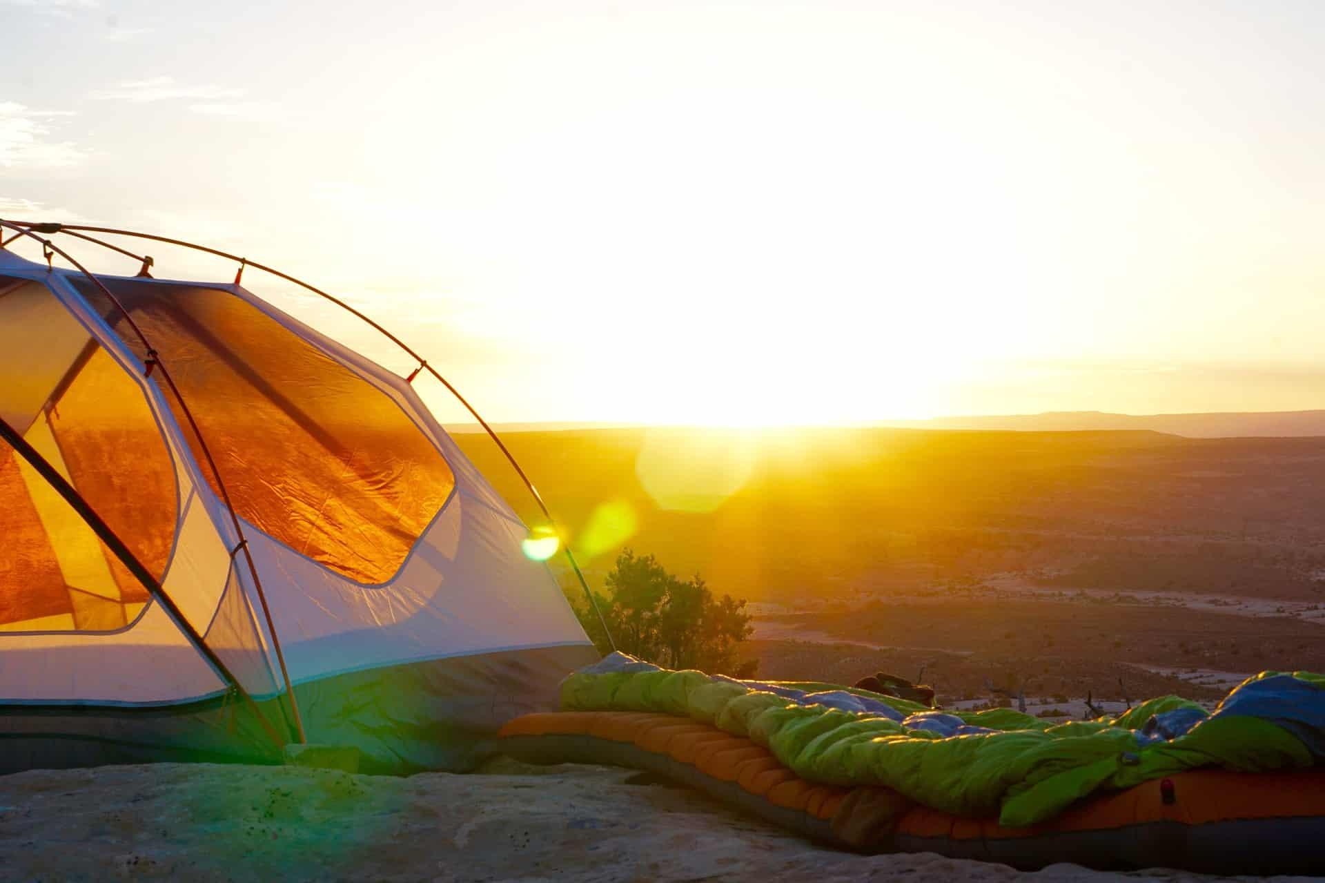 Zelt bei Sonnenaufgang