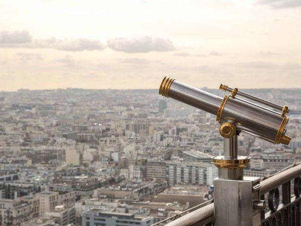 Fernrohr auf Aussichtsplattform