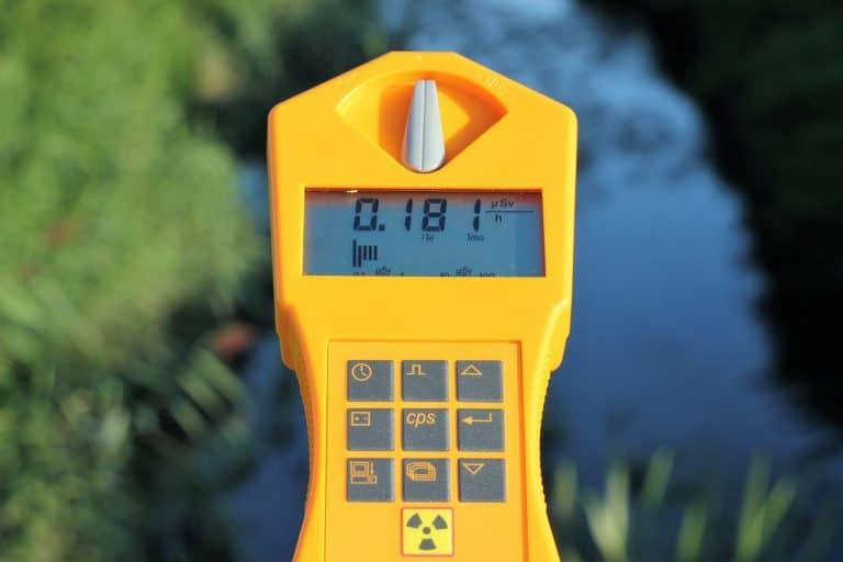 Geigerzähler über Wasser