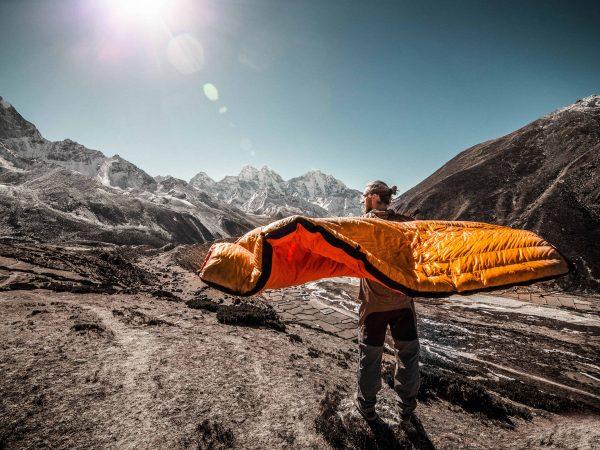 Mumienschlafsack  Mann im Gebirge